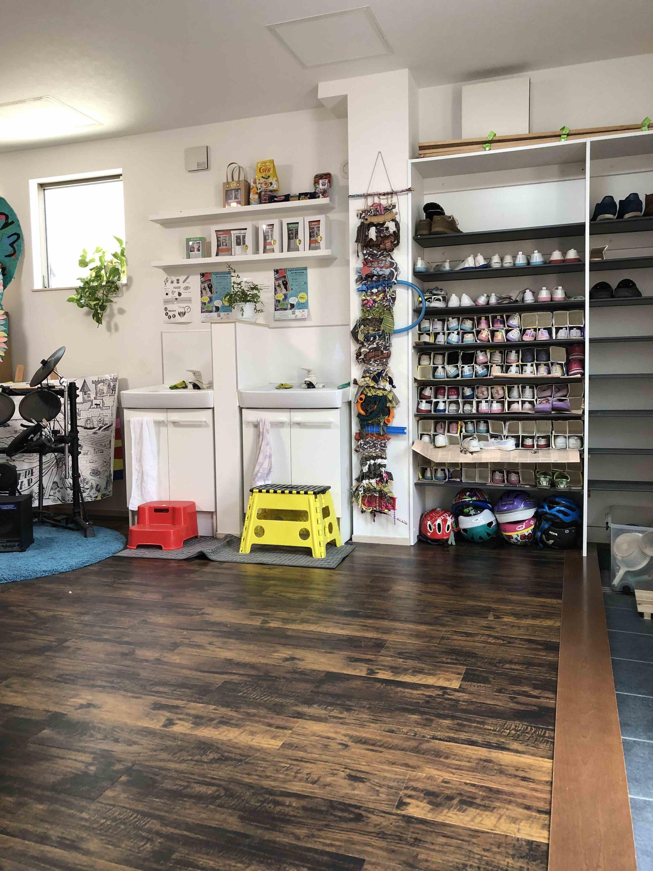 Shoe box / In house Charity Workshop store  靴箱 / チャリティー英会話ワークショップの店舗