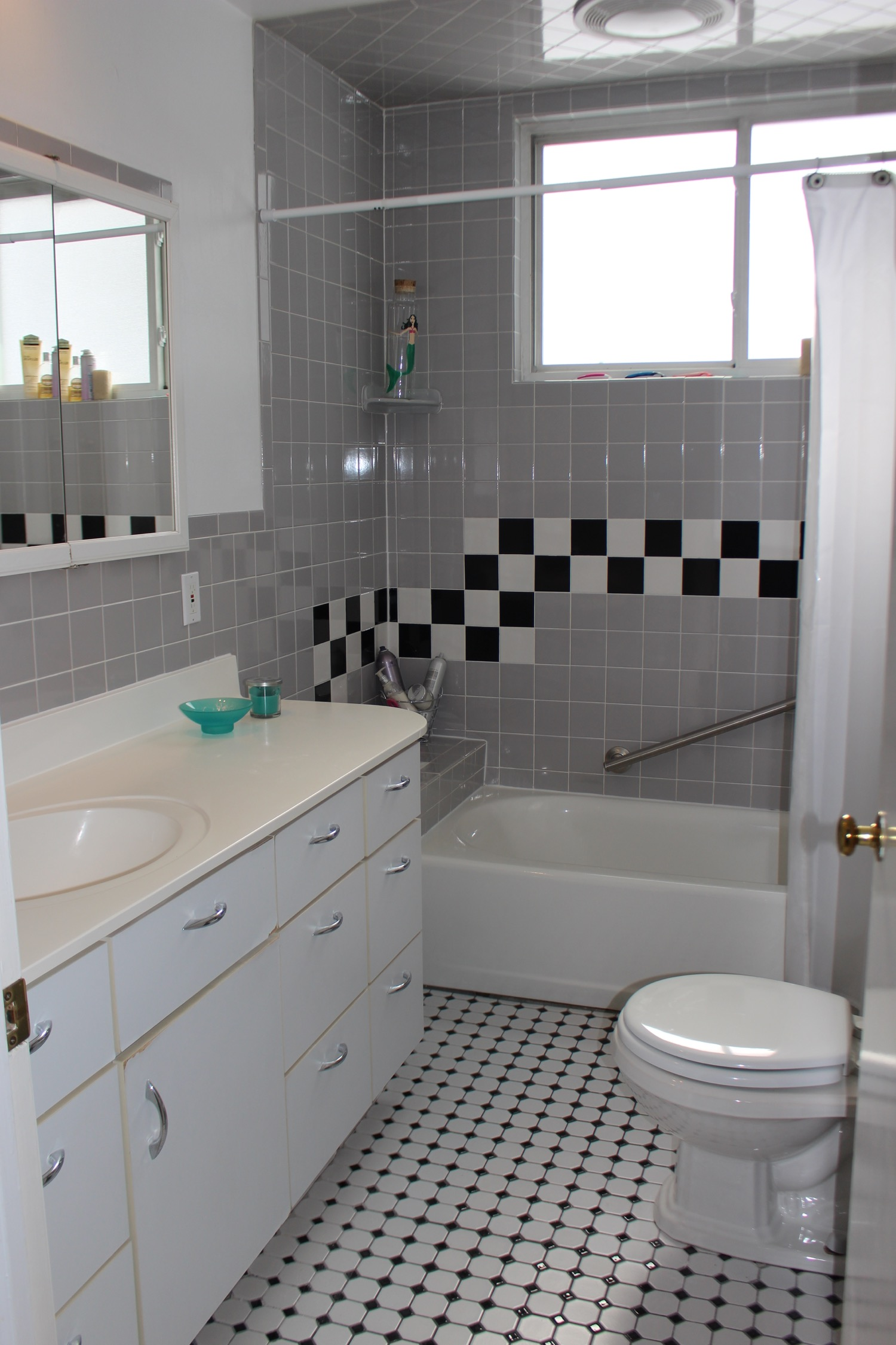 Black and white tile in the master bath