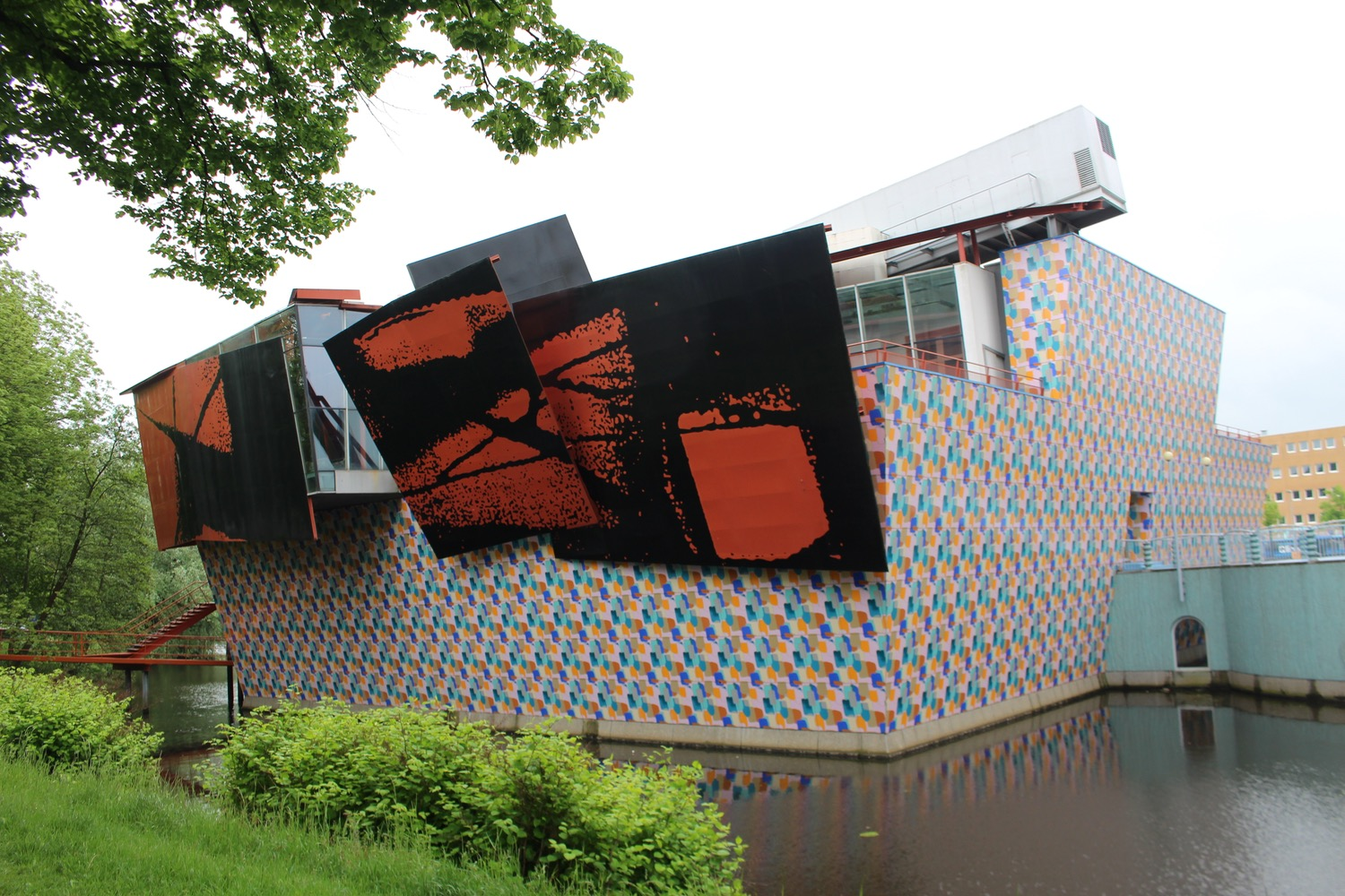COLORFUL MODERN GRONINGER MUSEUM SET GENTLY ON THE CANAL