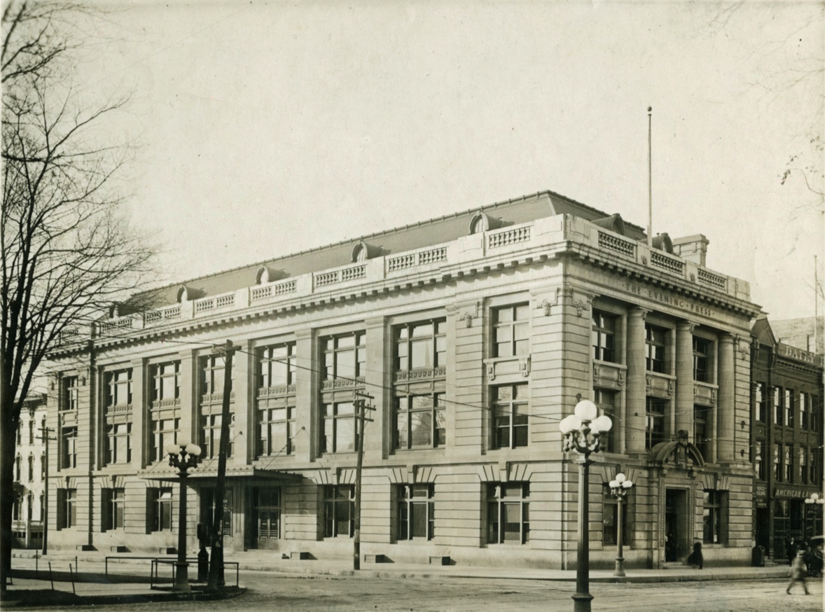 GRAND RAPIDS PRESS BUILDING 1906 DESIGNED BY ALBERT KAHN, DETROIT. ASSOCIATE ARCHITECTS WILLIAMSON AND CROW, GRAND RAPIDS.  Photo from Grand Rapids Public Library Photo Collection, Grand RapidsHistory and Special Collections (GRHSC), Archives, Grand Rapids Public Library, Grand Rapids, Michigan.