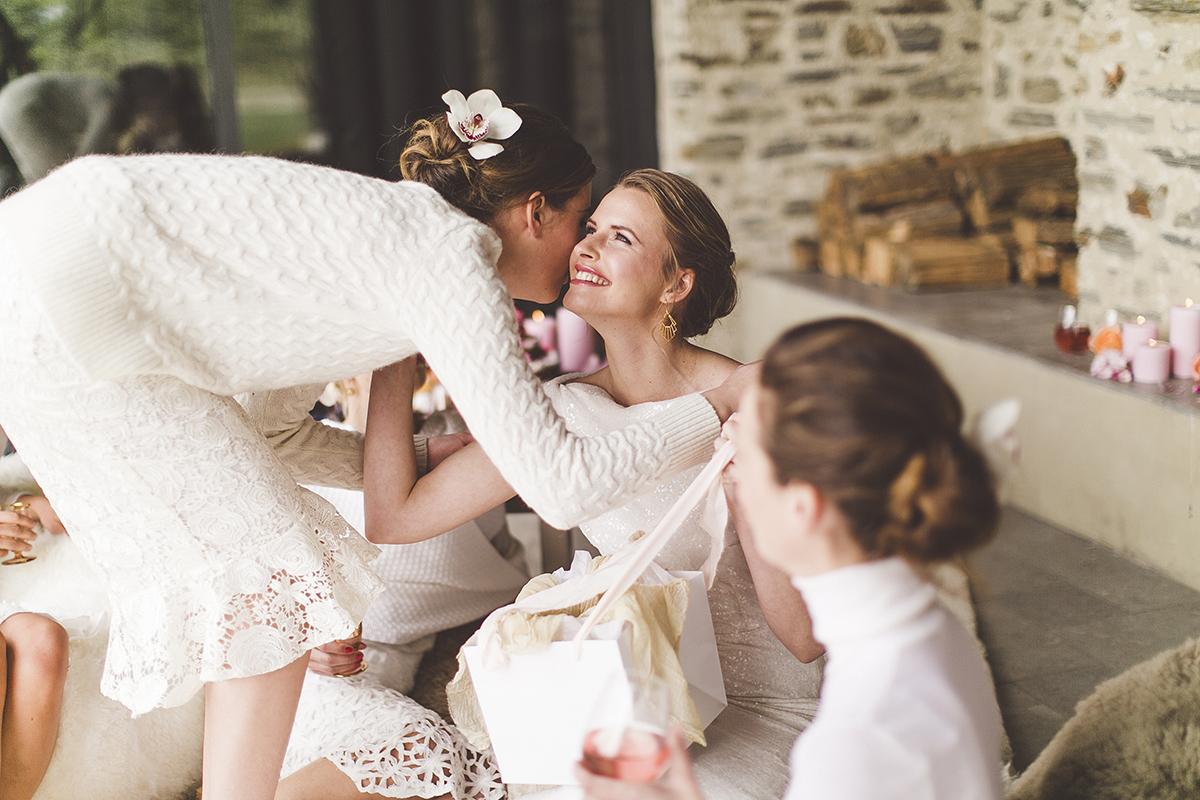 Well Travelled Bride Lake Wanaka Destination Wedding Elopement