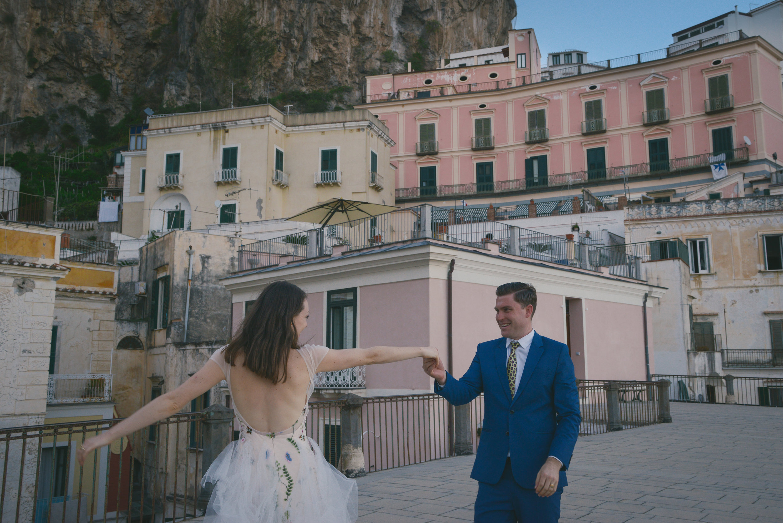 Well Travelled Bride Amalfi Elopement Kelsey Genna David Palfreyman Dancing Italy.jpeg