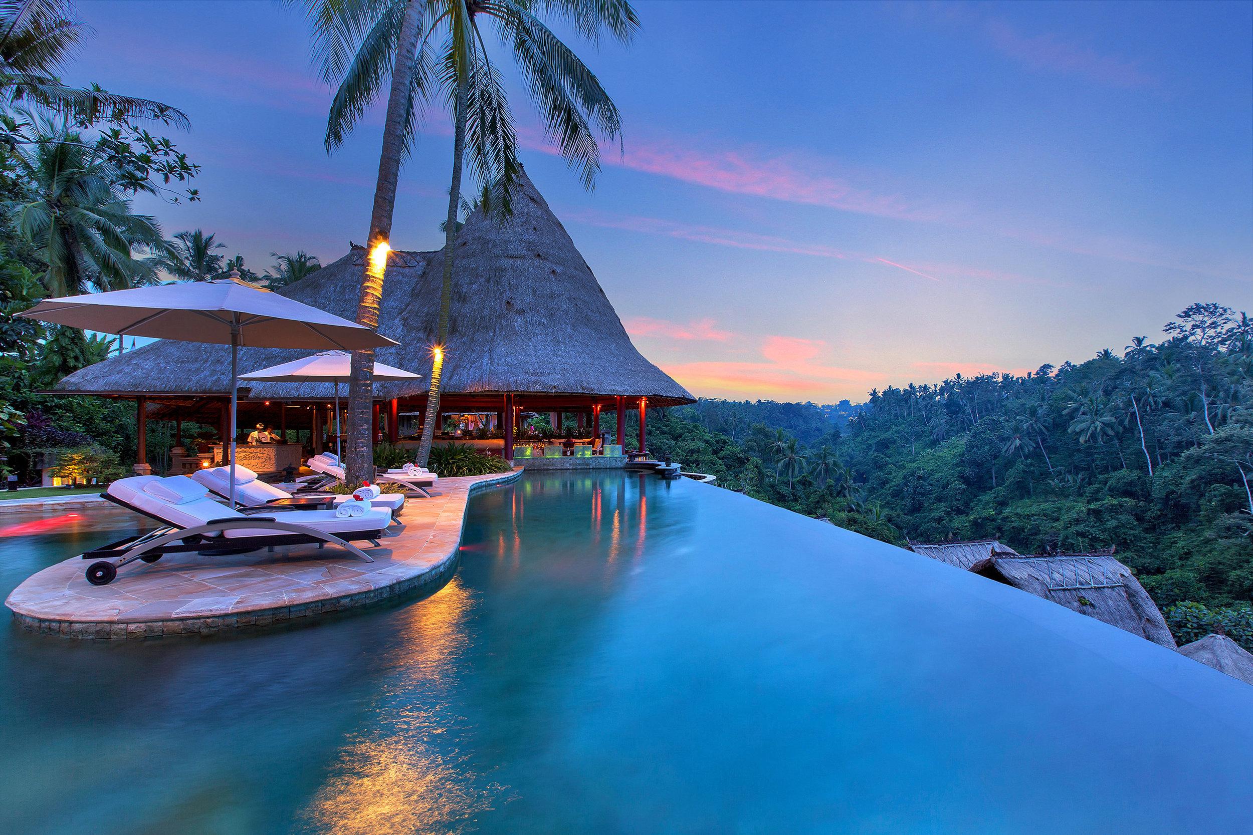 Well Travelled Bride Ubud Honeymoon Resort Viceroy Bali Pool Sunset.jpeg