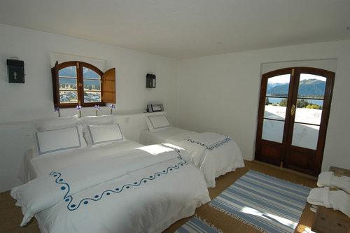 Well+Travelled+Bride+Lake+Wanaka+Luxury+Villa+South+Pacific (2).jpeg