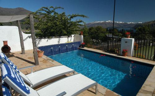 Well+Travelled+Bride+Lake+Wanaka+Luxury+Villa+South+Pacific (6).jpeg
