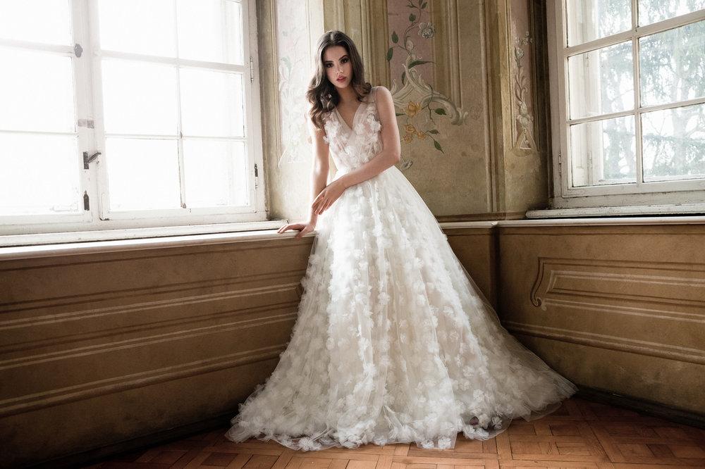 Well+Travelled+Bride+Bridal+Designer+Budapest+Daalarna.jpeg