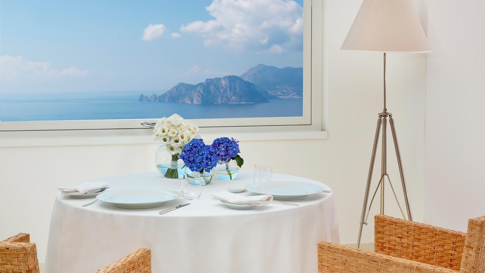 Well Travelled Bride Sorrento Honeymoon Dinning Realis Blu.jpg