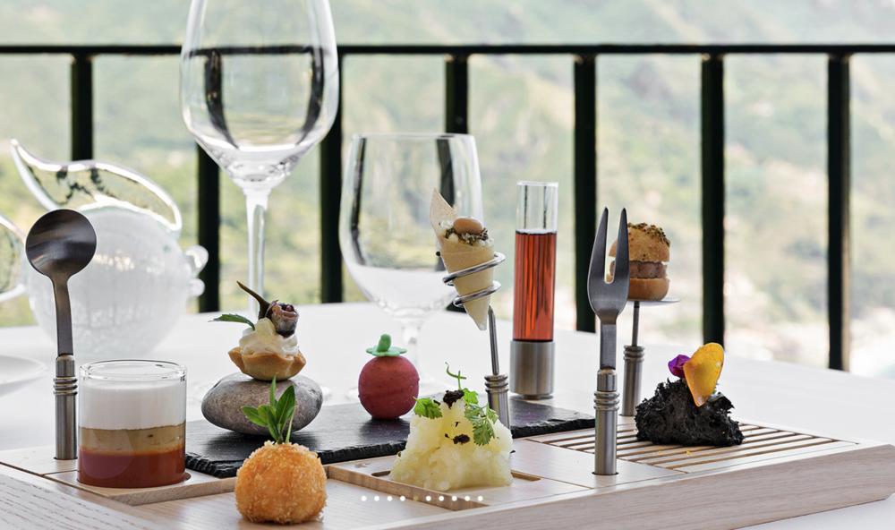 Well+Travelled+Bride+Italy+Honeymoon+Rossellini's++Restaurant+Ravello+1.png