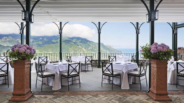 Well+Travelled+Bride+Italy+Honeymoon+Rossellini's++Restaurant+Ravello+2.jpg