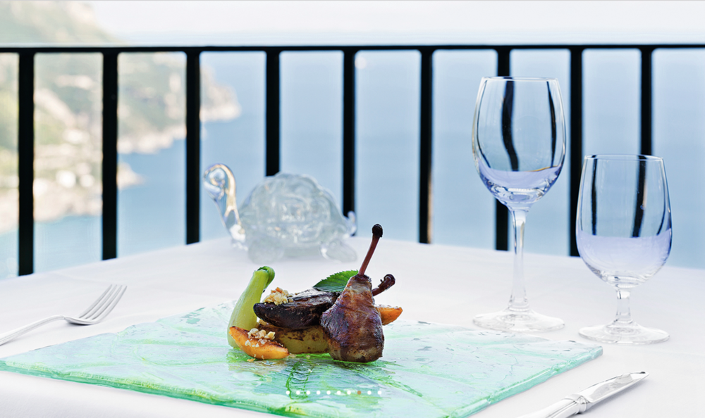 Well+Travelled+Bride+Italy+Honeymoon+Rossellini's++Restaurant+Ravello+3.png