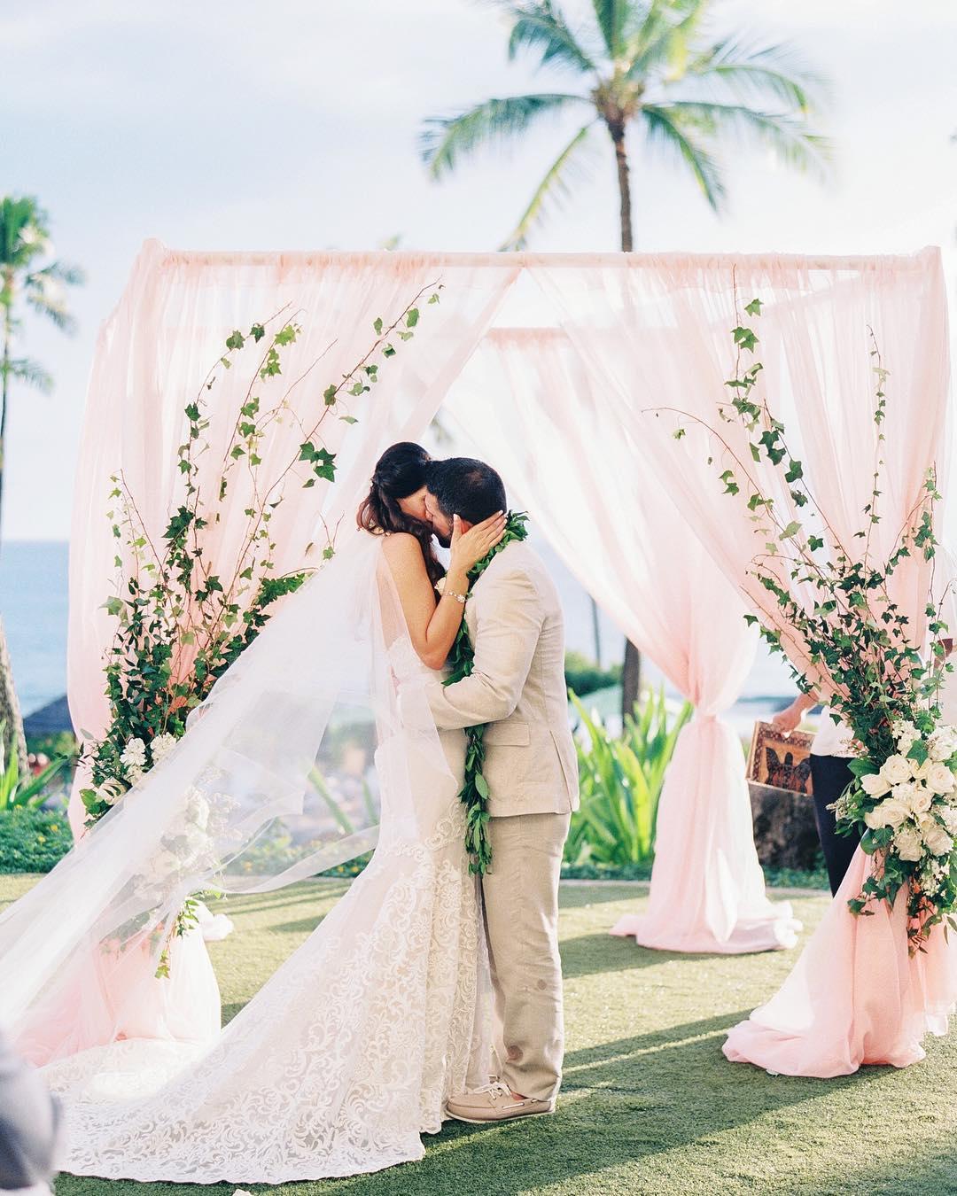 1 Well Travelled Bride Hawaii Maui Wedding Film Photographer Ashley Goodwin.jpg