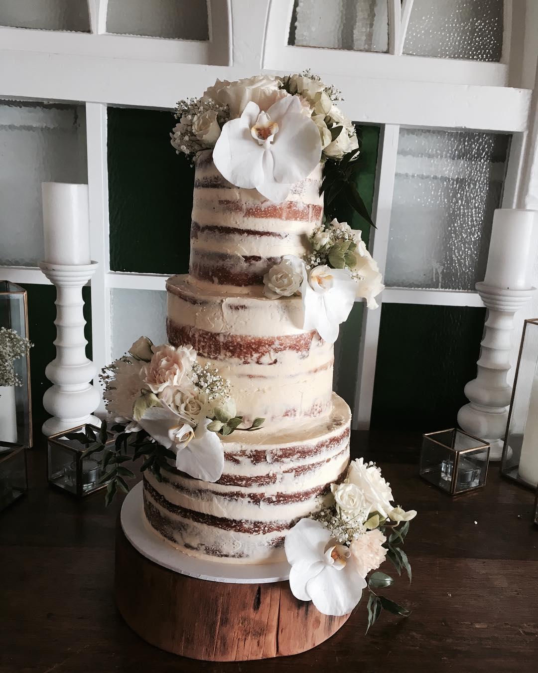 2 Well Travelled Bride Let Them Eat Cake Wedding Cake Byron Bay.jpg