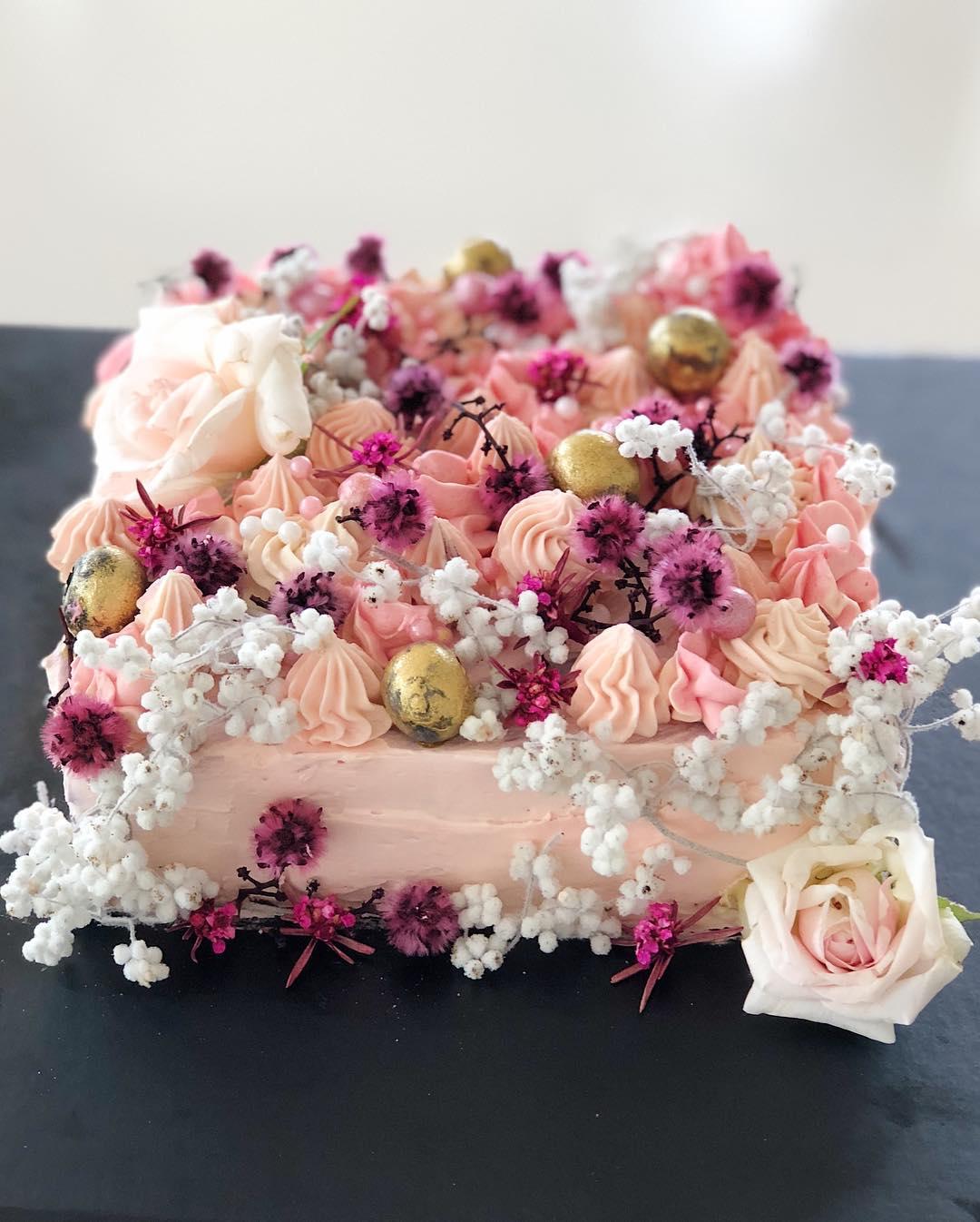 2 Well Travelled Bride Millies of Newrybar Wedding Cakes Byron Bay.jpg