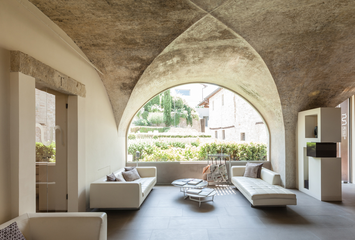 Well Travelled Bride Nuna Assisi Spa & Muesum Assisi Italy Honeymoon.jpg