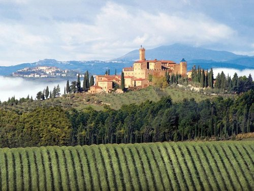 2 Well Travelled Bride Montalcino Italy Honeymoon Castello Banfi Tuscany.jpg