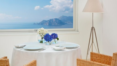 1 Well Travelled Bride Sorrento Honeymoon Dining Relais Blu.jpg