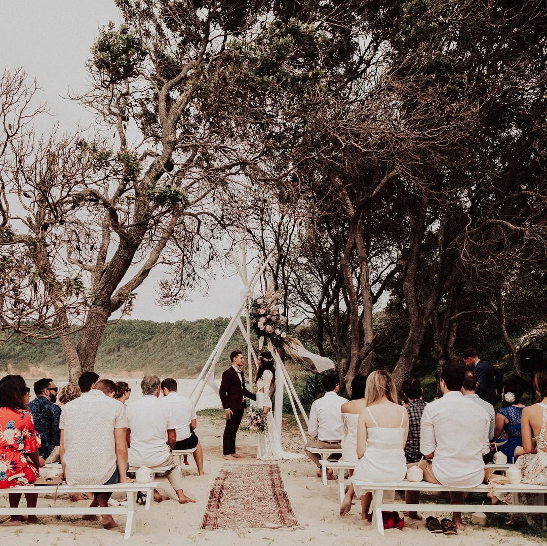 1 Well Travelled Bride Barefoot at Broken Head Wedding Venue Byron Bay.jpg