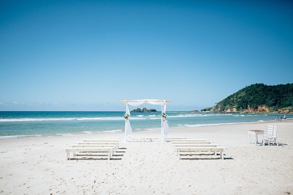 4 Well Travelled Bride Barefoot at Broken Head Wedding Venue Byron Bay.jpg
