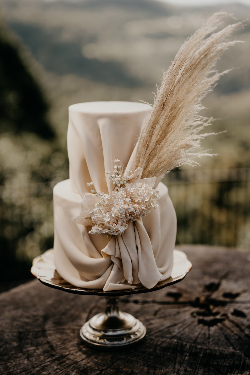 1 Well Travelled Bride Marina Machado Wedding Cakes Byron Bay.jpg