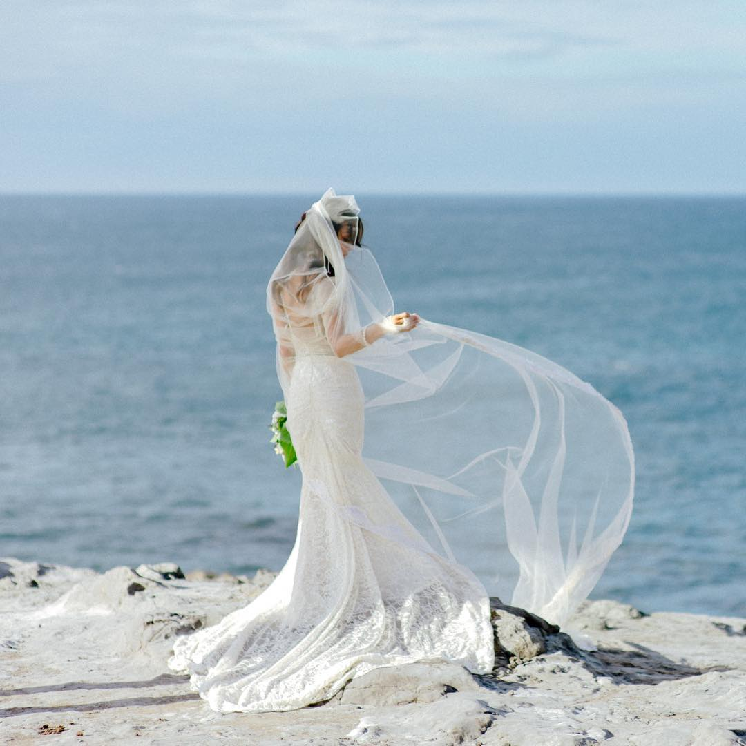4 Well Travelled Bride Chris J. Evans Wedding Photographer Hawaii.jpg