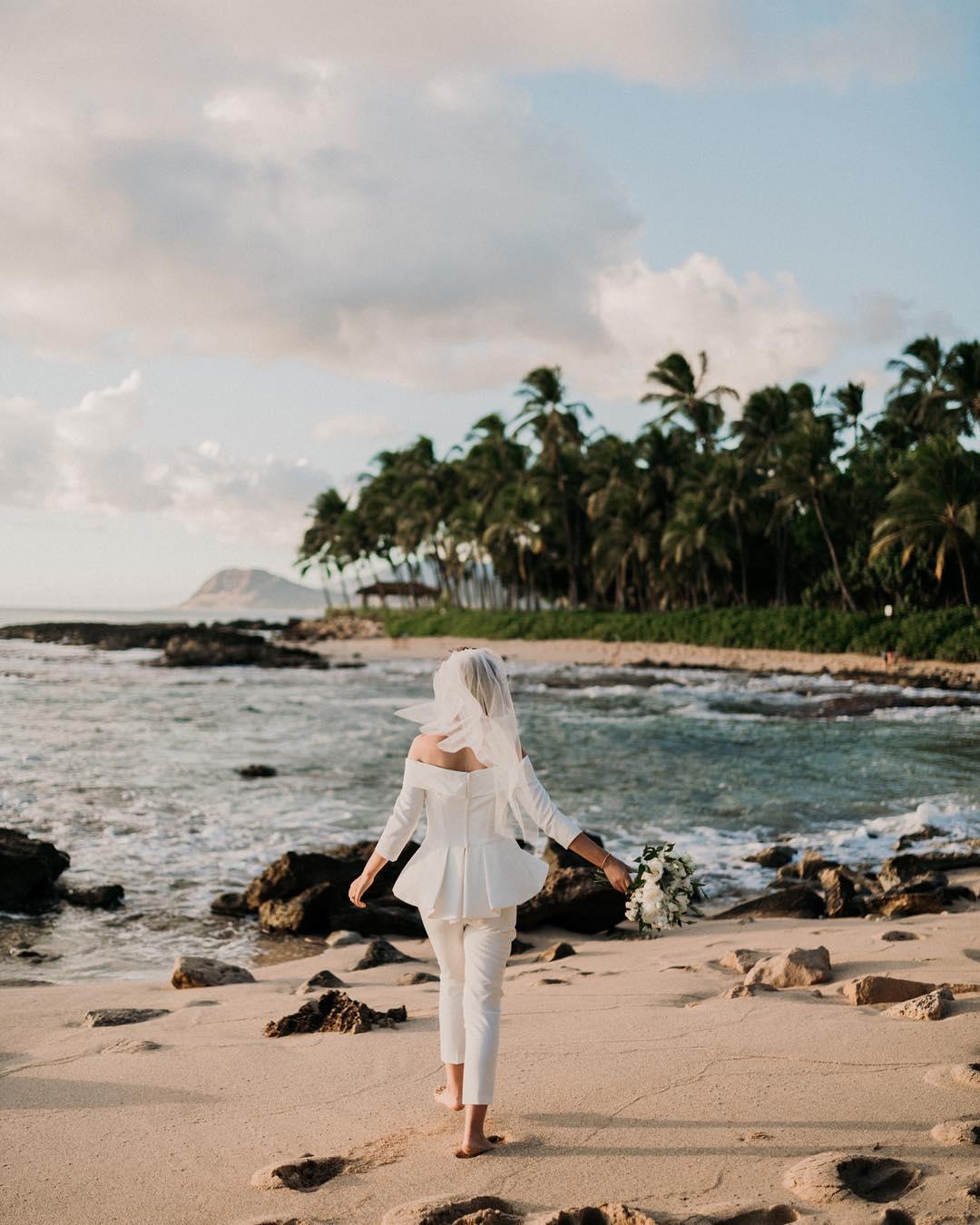 1 Well Travelled Bride Christie Pham Wedding Photographer Hawaii.jpg