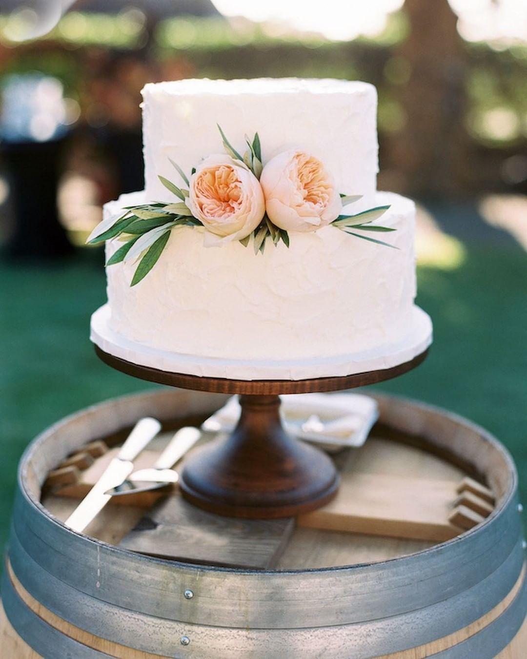 1 Well Travelled Bride Cake Works Wedding Cakes Hawaii.jpg