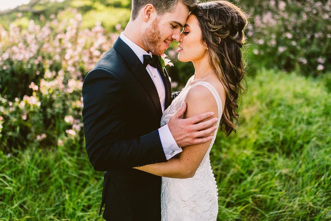 2 Well Travelled Bride Bradyhouse Photographers Wedding Photographer Hawaii.jpg