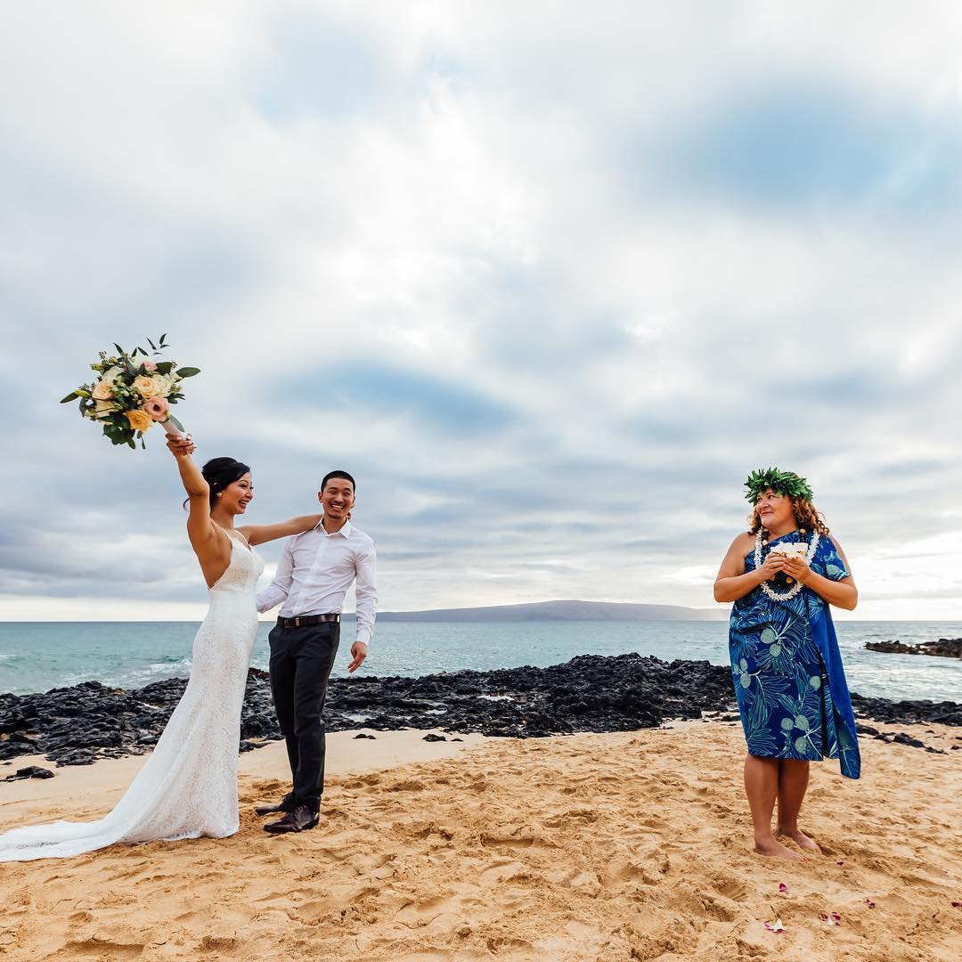 1 Well Travelled Bride Rev Julienne Wedding Celebrant Hawaii.jpg