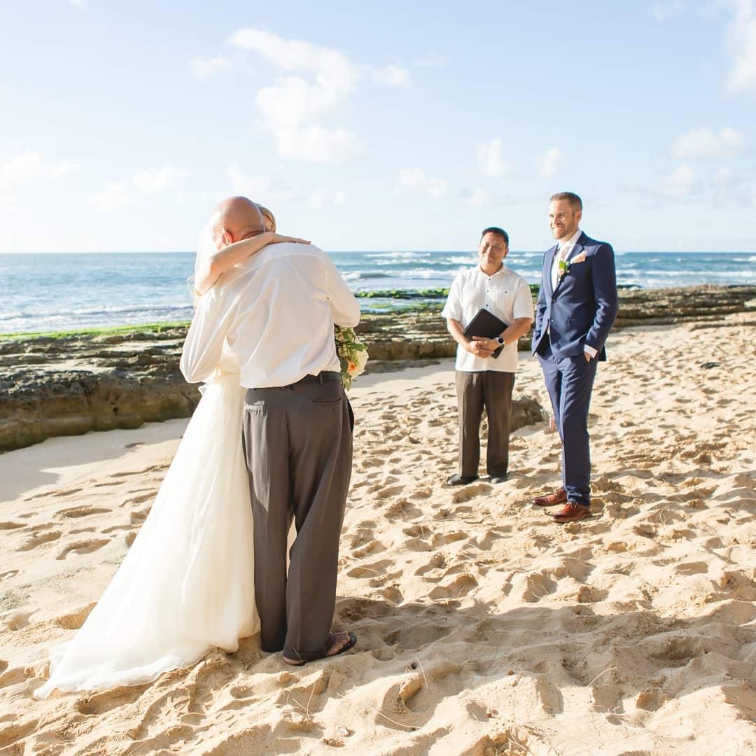 2 Well Travelled Bride Hawaii Wedding Studio Rev James Chun Wedding Officiant Hawaii.jpg
