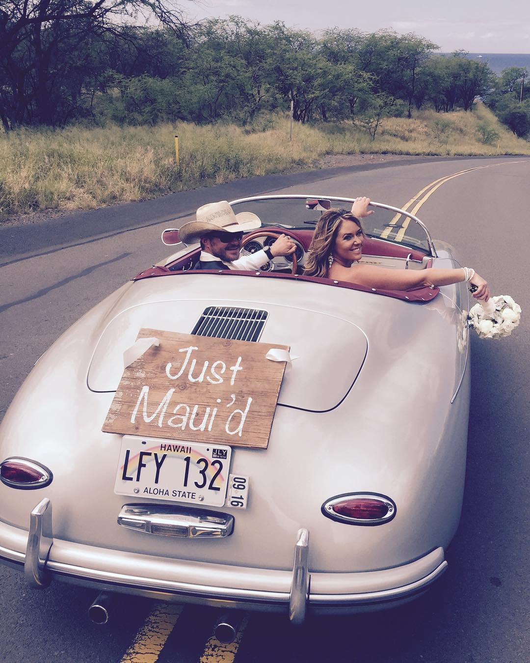 4 Well Travelled Bride Maui Roadsters Wedding Car Hire Hawaii.jpg