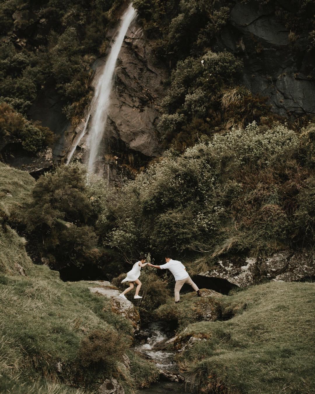 2 Well Travelled Bride Kate Roberge Photography Wedding Photographer Lake Wanaka.jpg