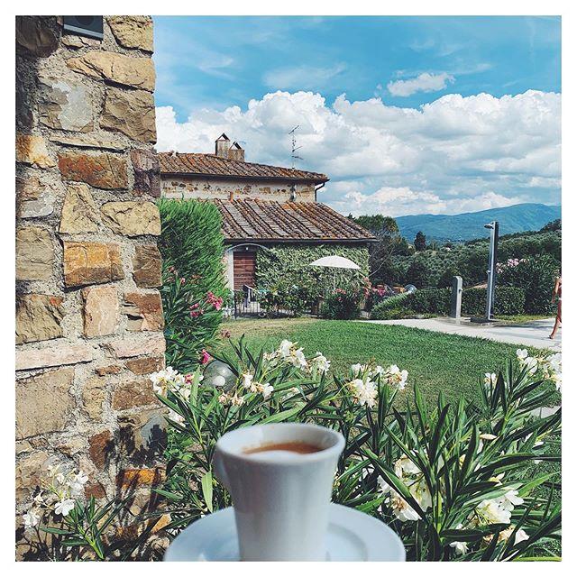 Morning coffee, Toscana style.