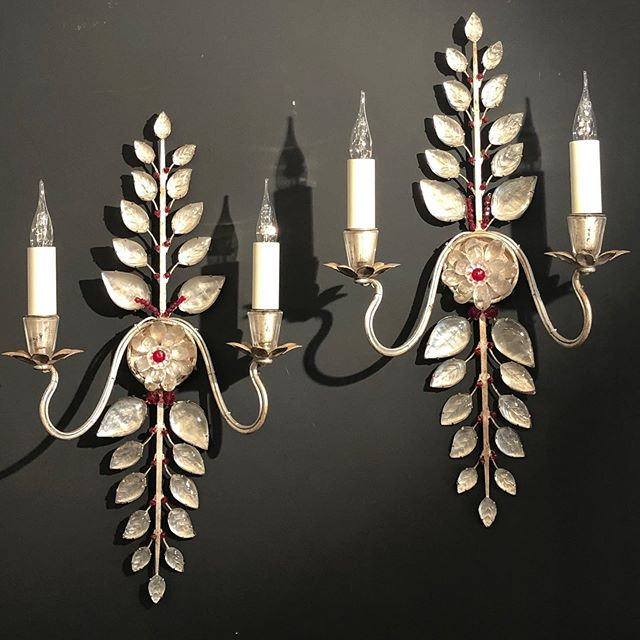 A very decorativ pair of sconces. Maison Baguès.  @galerievonthron #interiordesign #sconces #homedesign #lighting #luminaire #marcheauxpuces @marchedauphine