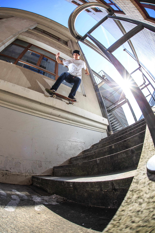 Jonathan Marty - Backside lipslide