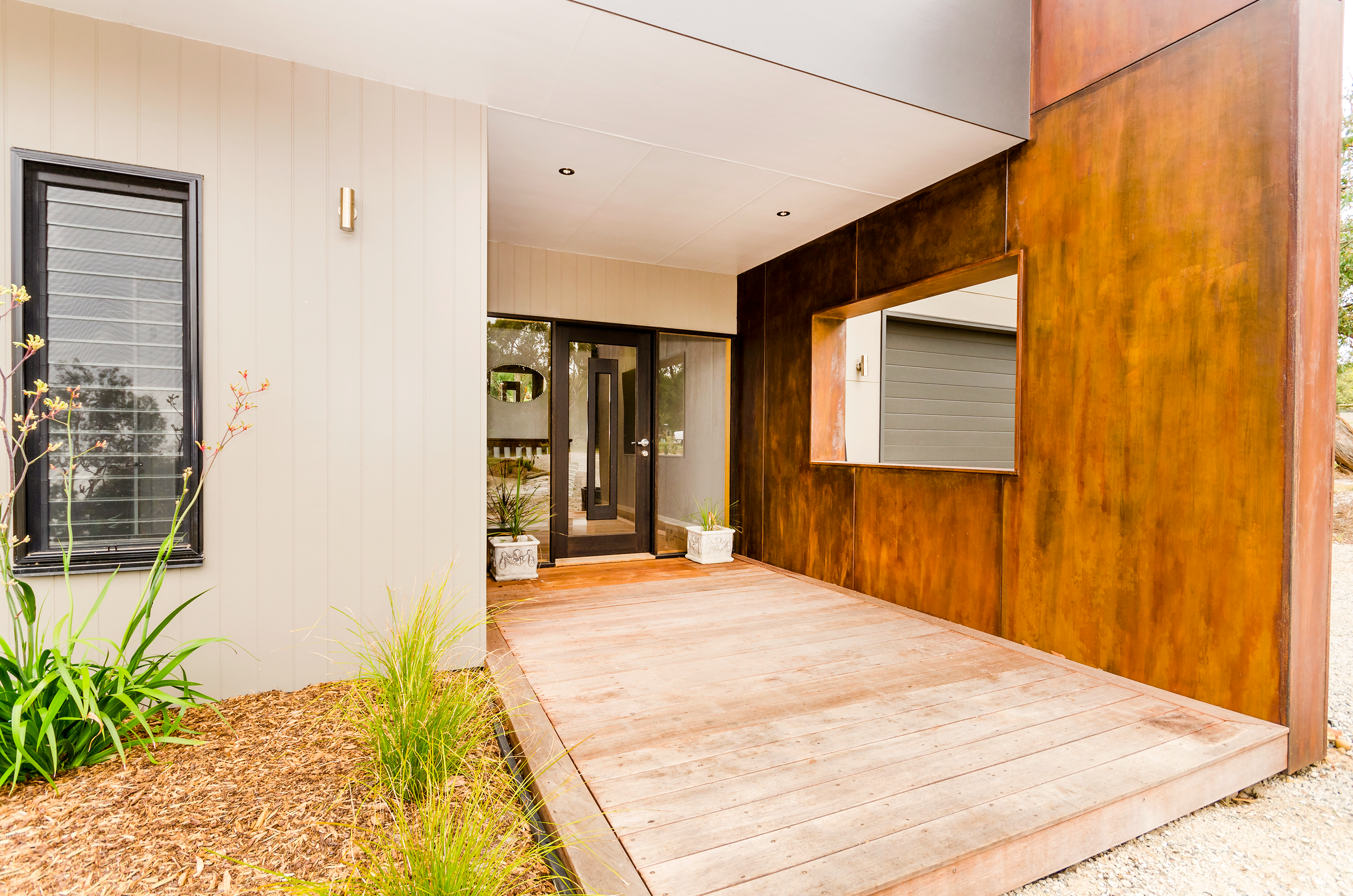 Clarke&Co-Torquay-Acreage-I-Front-Door_Retouched.png