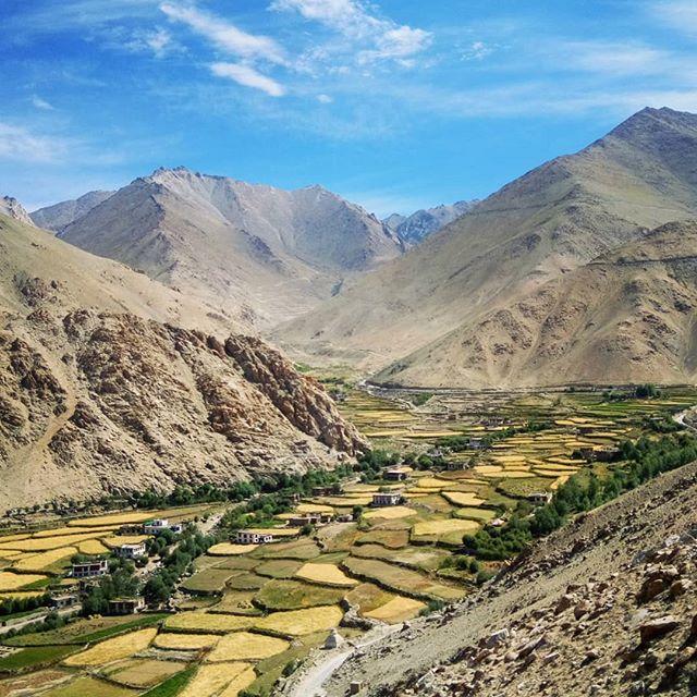 🚃🔀🗻🔀📷🔀 back-breaking, bone-shaking, seat-quaking 9-hour bus rides are totally worth it if the views are this spectacular 🔀🚃🔀🗻🔀🙏 ... #Ladakh #India #indiaclicks #lonelyplanet #lonelyplanetindia #travel #travelphotography #instatravel #travelgram #travelbug #instapassport #yourshotphotographer #yourshotindia #natgeo #nationalgeographic #natgeoadventure #globewanderer #roamtheplanet #visualsoflife #igshotz #picoftheday #photooftheday #photosociety #visualyatra #mypixeldiary #earthpix #earthfocus #ourplanetdaily #agameoftones #fantastic_earth