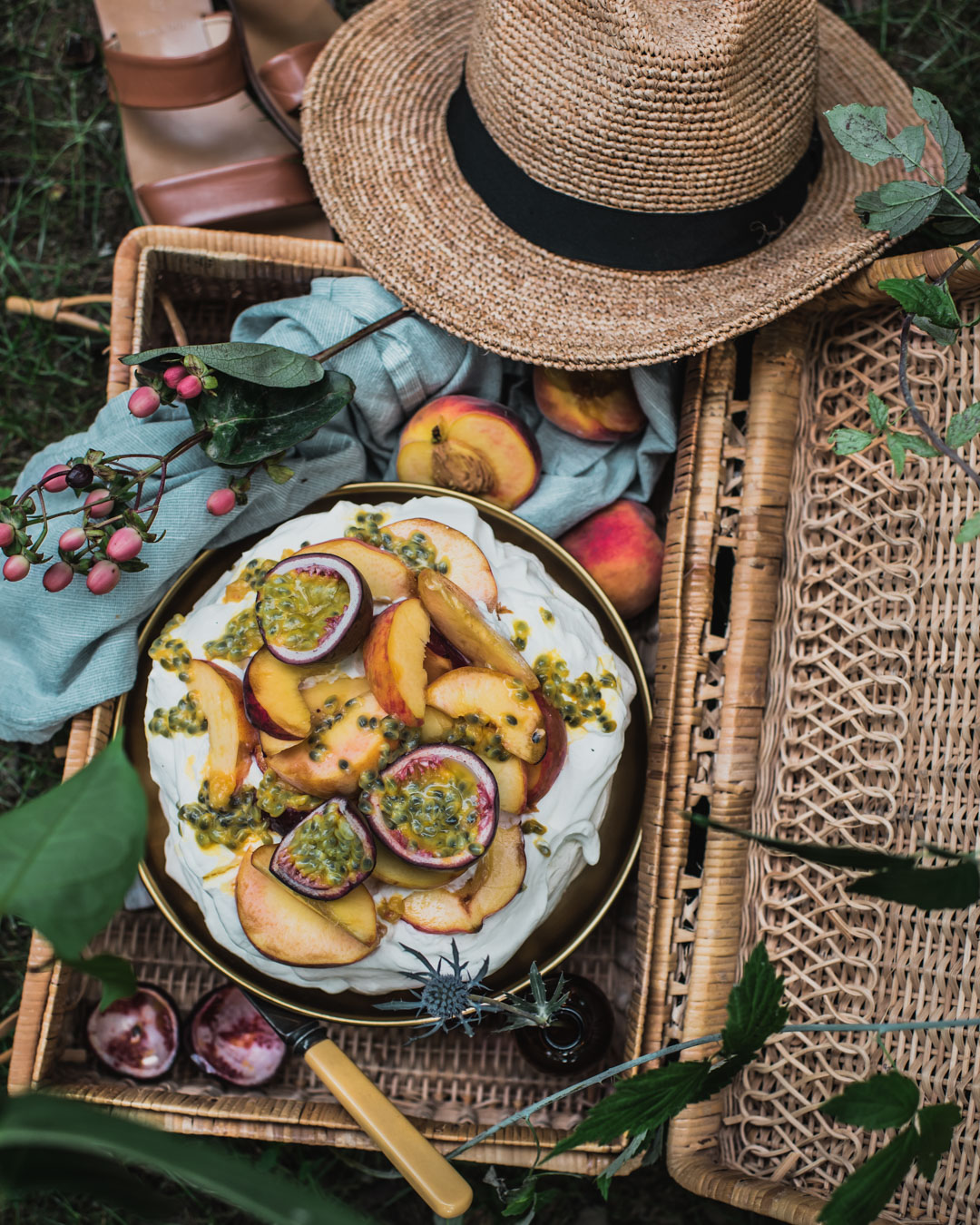 peach passionfruit pavlova-1228-3.jpg