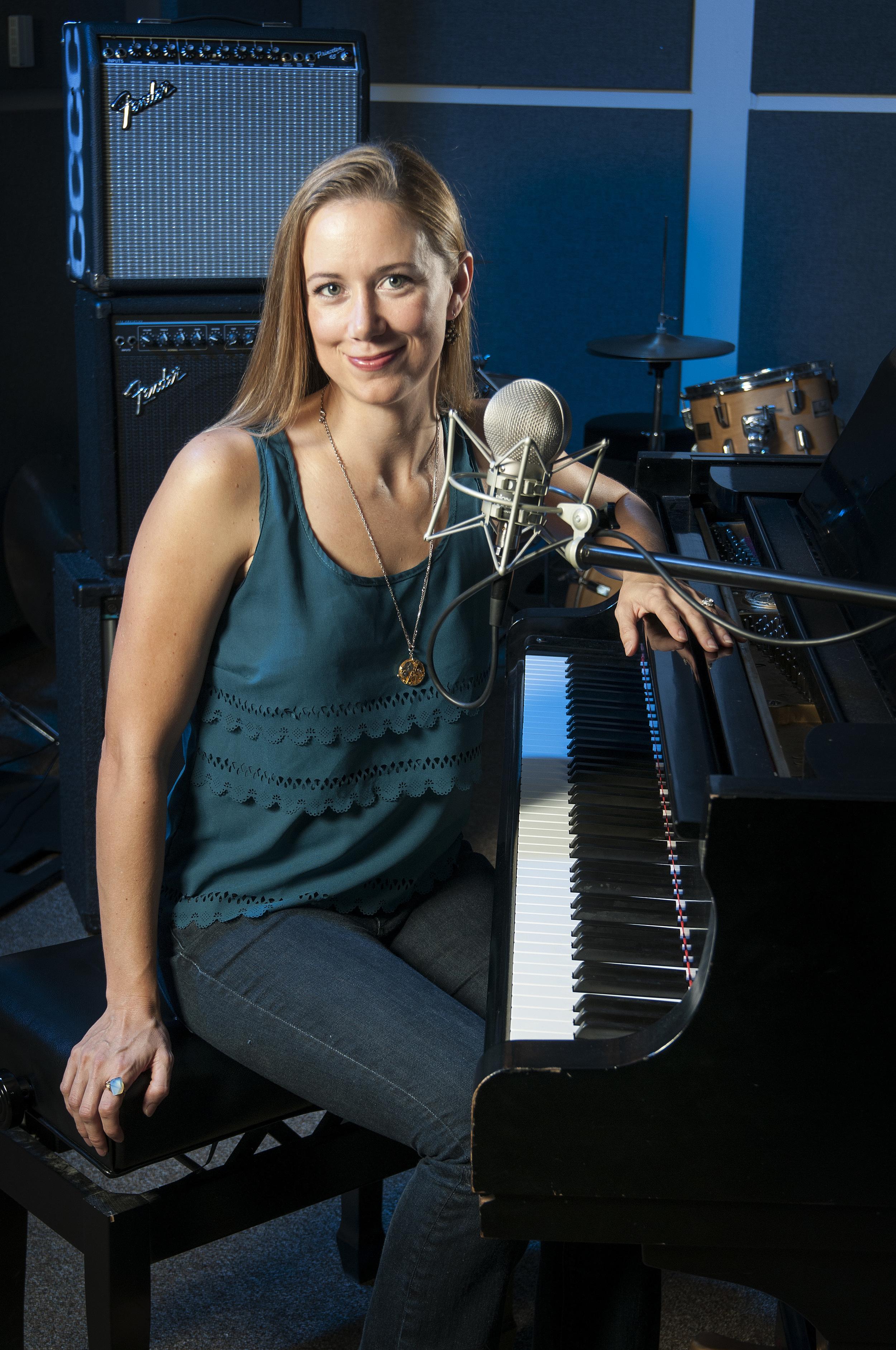 Laura Ault, Singer/Songwriter
