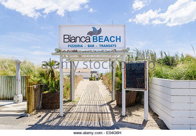 entrance-to-bianca-beach-bar-and-restaurant-on-richelieu-beach-from-e04g6h.jpg