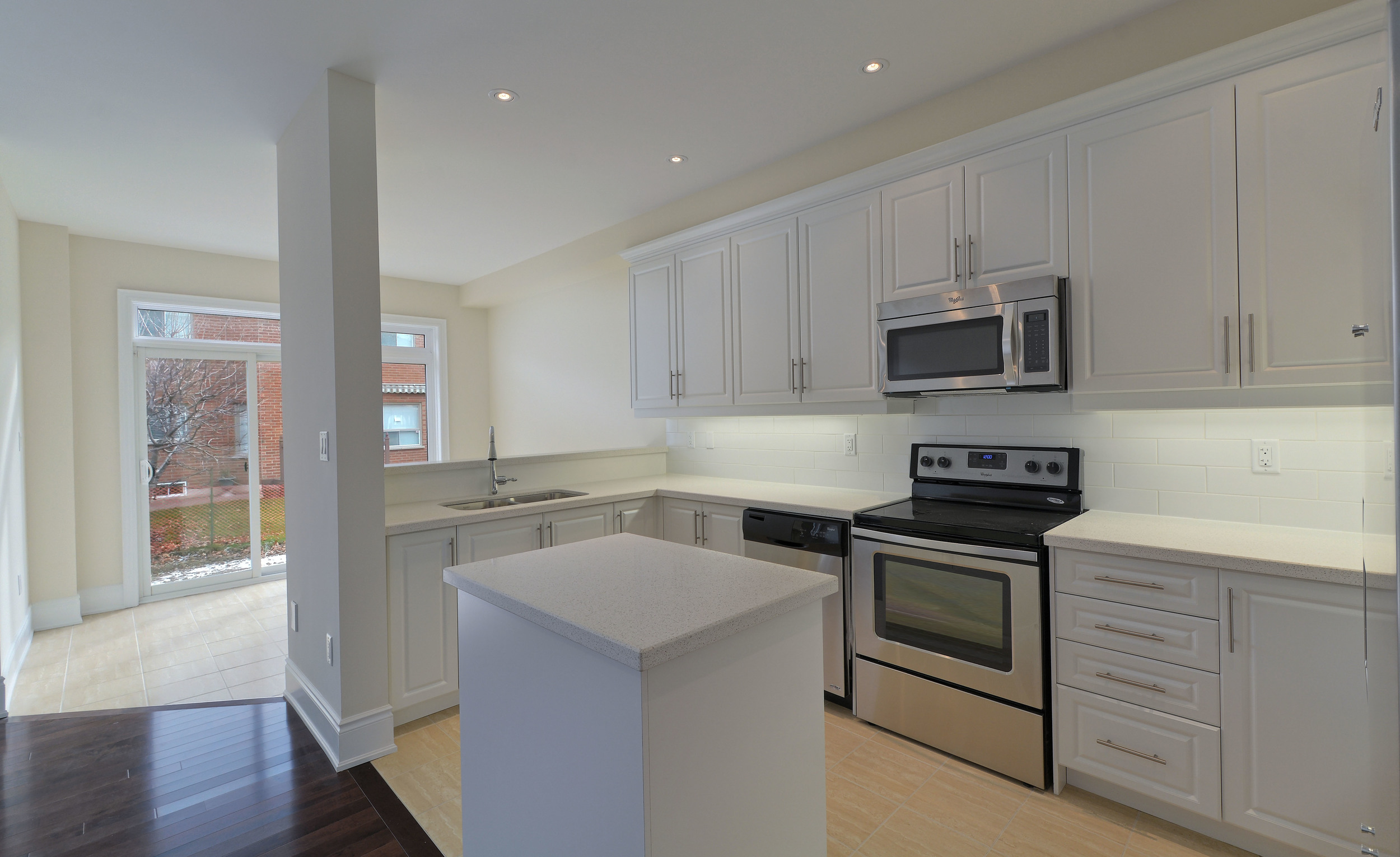 007-Kitchen and Walk-Out to the Yard.jpg