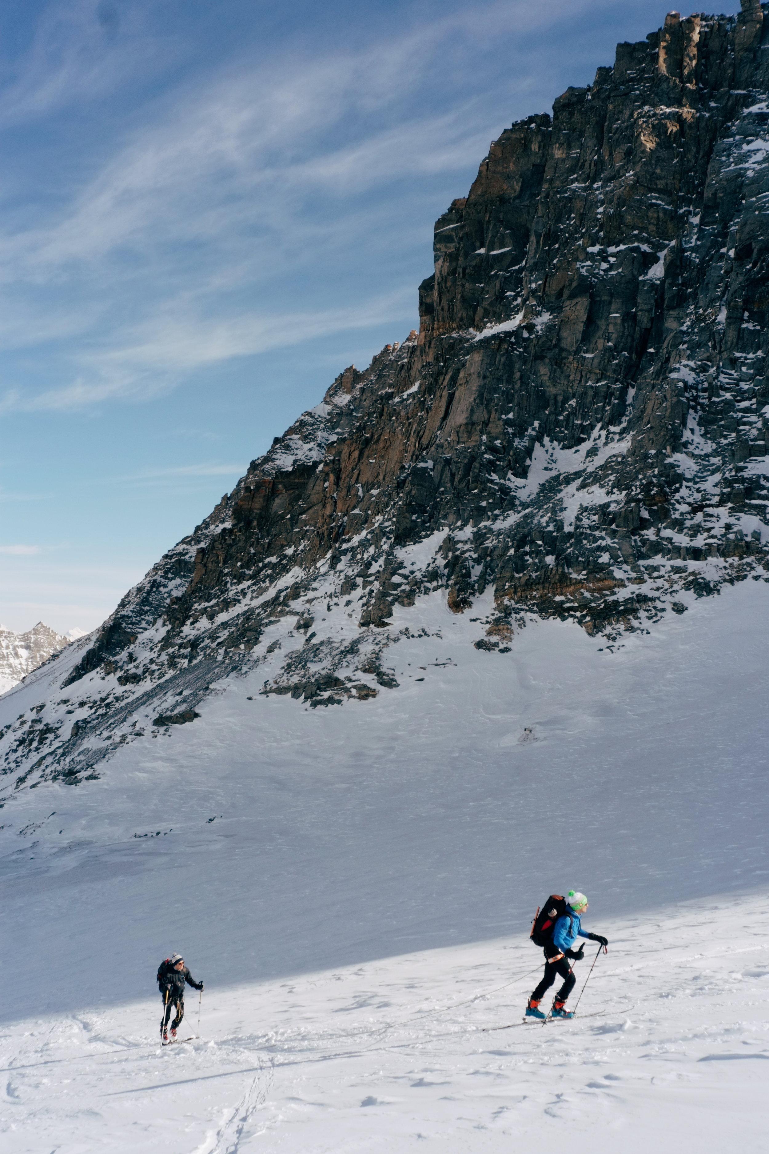 Montée encordée sur la glacier de Laveciau.