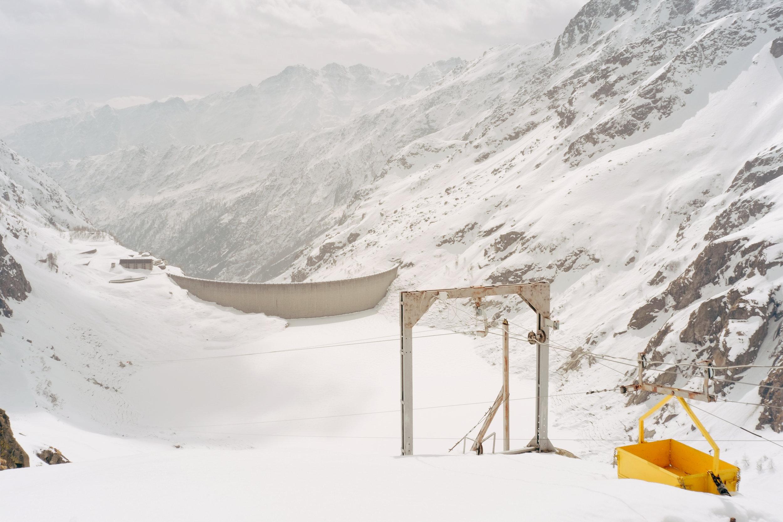Le barrage de Teleccio en contre-bas du refuge.