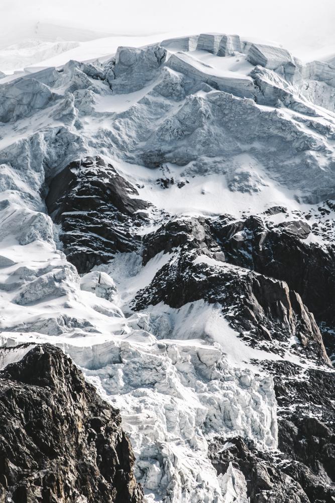 Séracs et neiges éternelles de l'épaule du Mont Blanc du Tacul, Chamonix (haute-savoie, france). Page 25