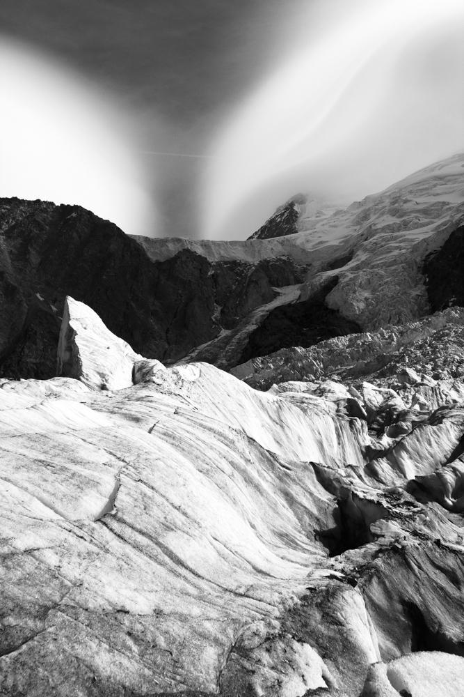 vagues de glace à la Jonction des glaciers des Bossons et de Taconnaz, Chamonix (haute-savoie, france). page 44
