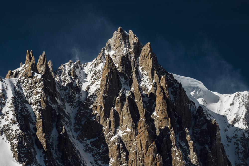 """""""LES ÉPERONS DE GRANIT À TUYAUX D'ORGUE"""" Aiguilles du Diable et Mont Blanc du Tacul, Chamonix (haute-savoie, france). pages 56-57"""