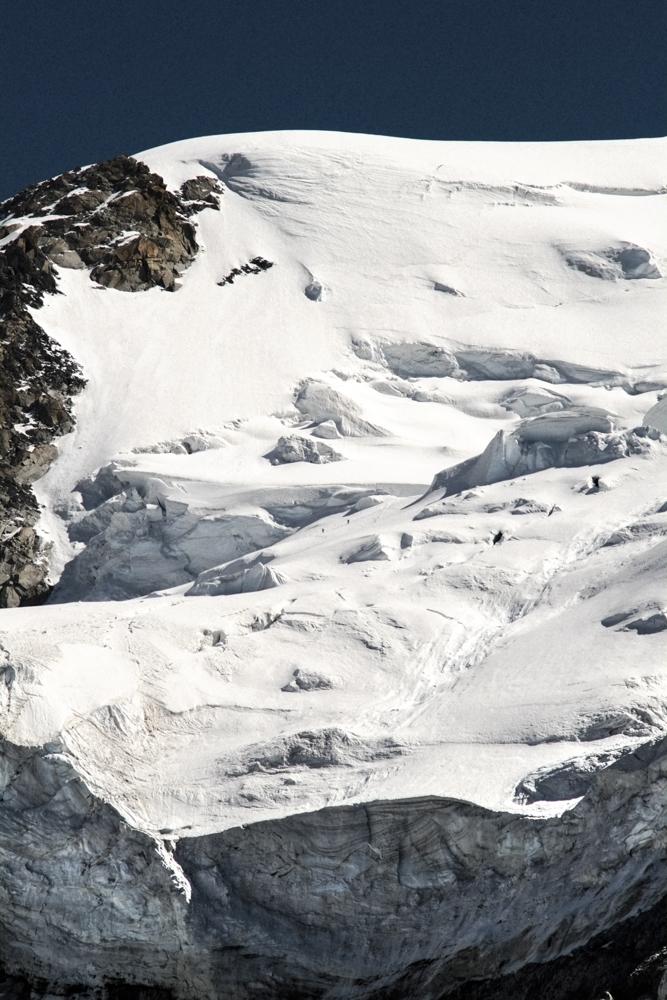 Cordée d'ALPINISTES de retour du sommet du Mont Blanc par le col du Midi, Chamonix (haute-savoie, france). Page 64