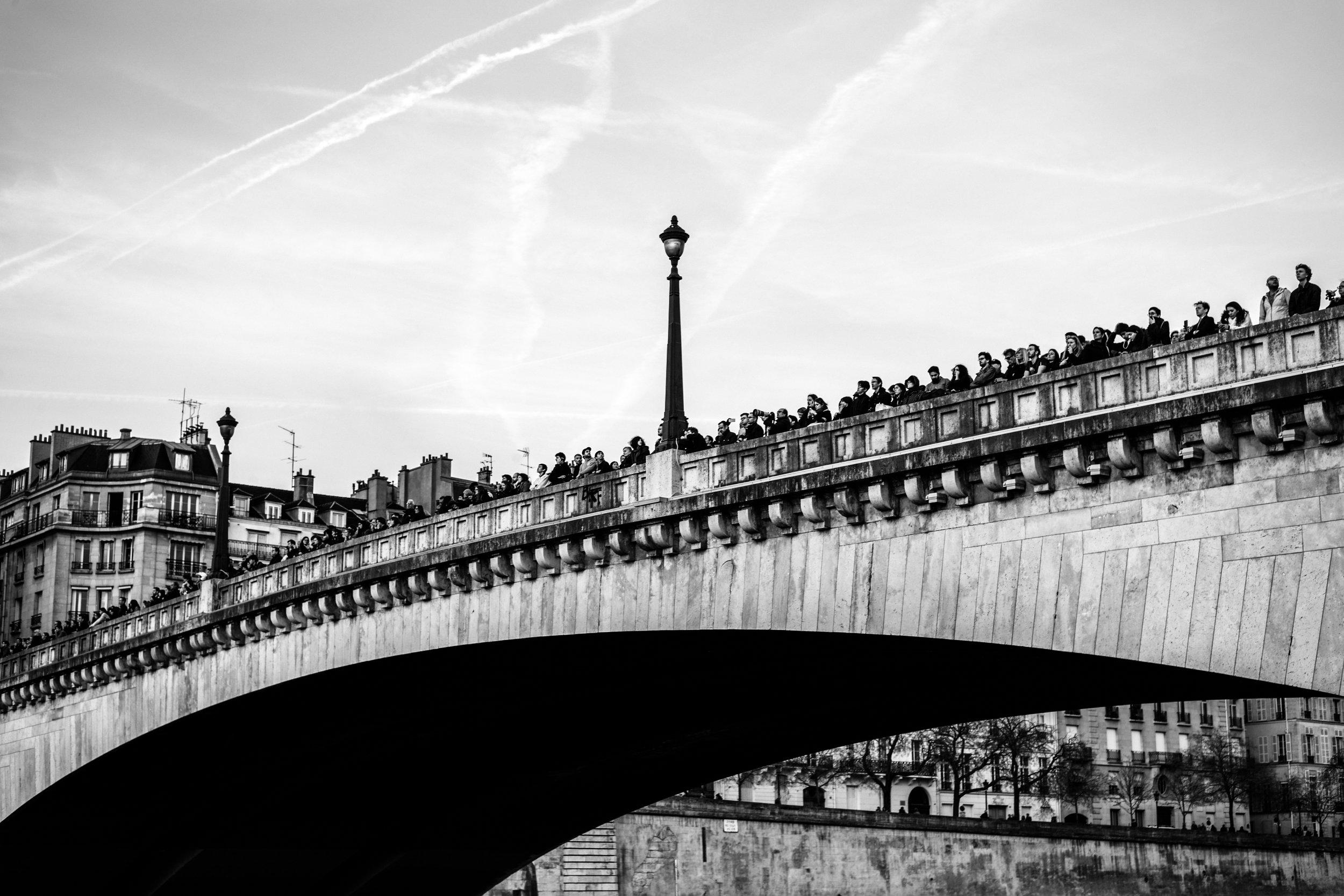 Les parisiens face à Notre-Dame en feu, Paris 2019.