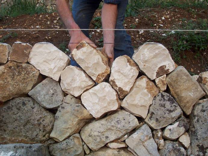 Costruire e mantenere i muretti a secco è una scienza e un'arte