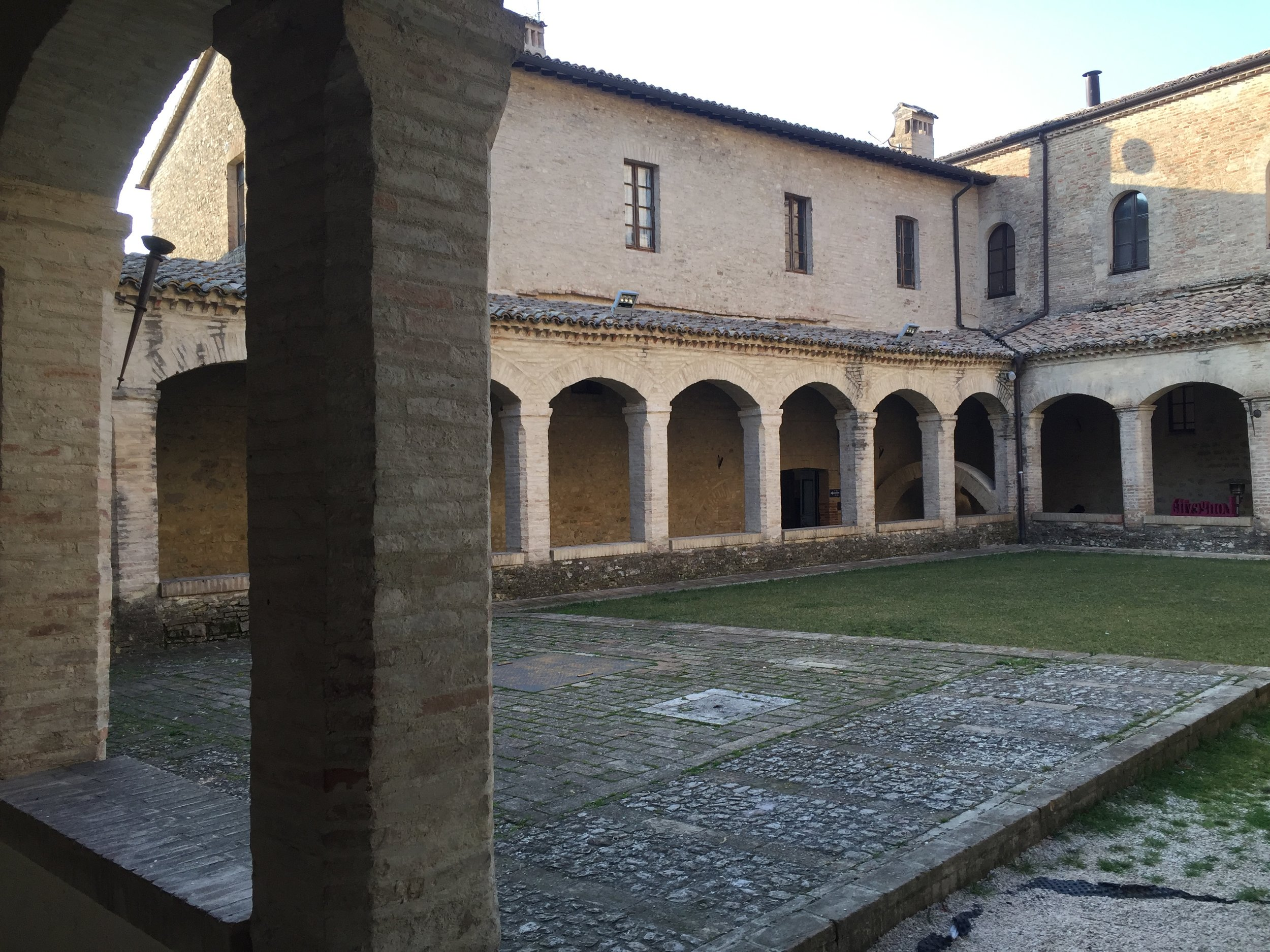 chiostro S.Agostino.JPG