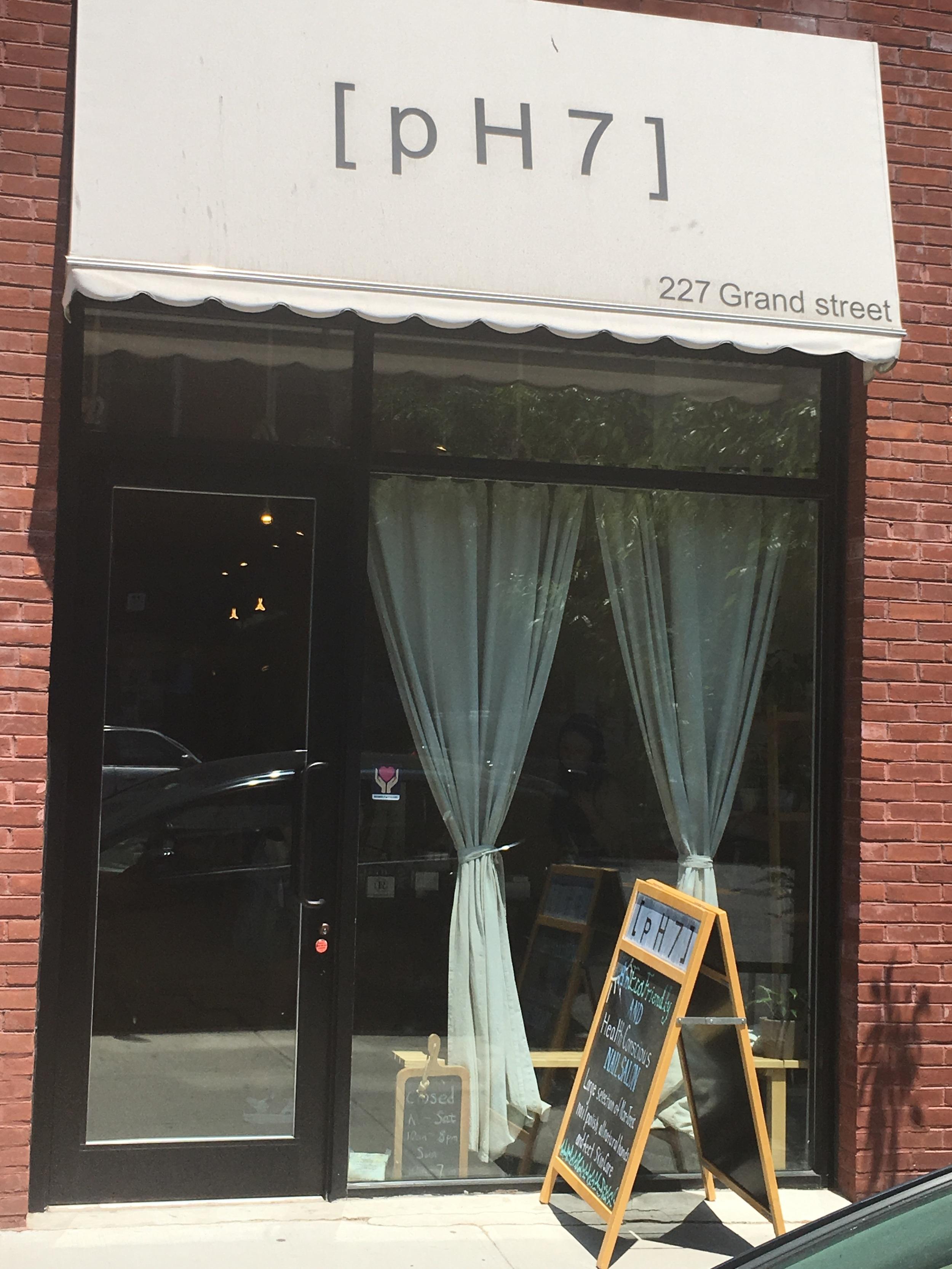 Storefront for pH7